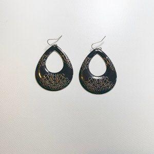 Earrings   Black and Gold Color Teardrops Shape